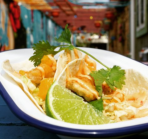 Fish tacos - classic snack for white wine drinkers