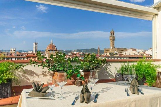 Pitti Palace al Ponte Vecchio: Panoramic view on Florence. Wine Bar Restaurant