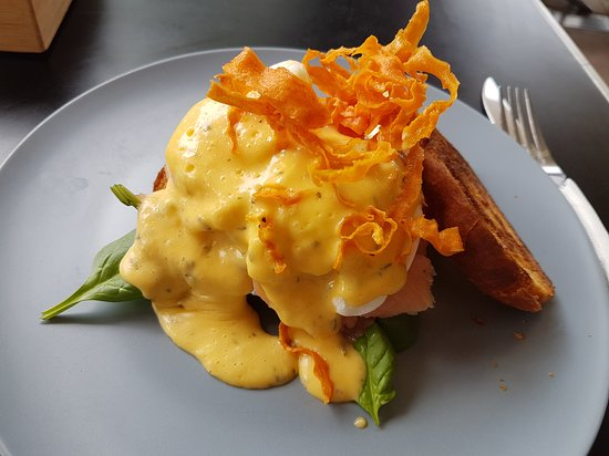 Ma Boulange Cafe Patisserie: Eggs Benedict