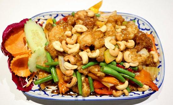 Pad Med Mamuang Himmapaan Kai (Chicken with cashew nuts) ~ ไก่ผัดเม็ดมะม่วงหิมพานต์