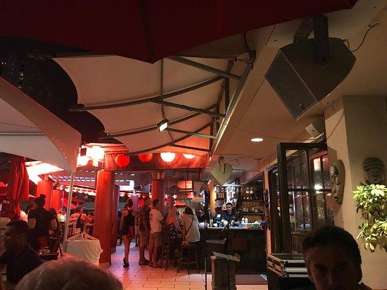 Parte esterna del ristorante in attesa del gruppo musicale