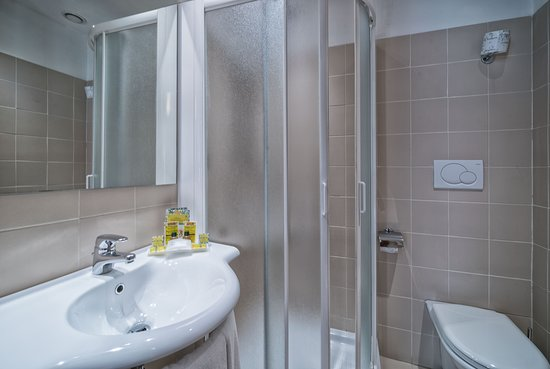 Pitti Palace al Ponte Vecchio: Bathroom double room with view