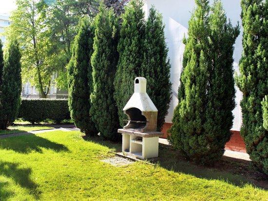 Miejsce na grilla w naszym ogrodzie :)
