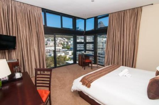 Premier Hotel Cape Town: Deluxe Room Mountain View