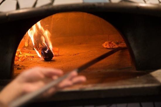 Pizzeriaterzookei: 焼き上がりを見ながら回ってして