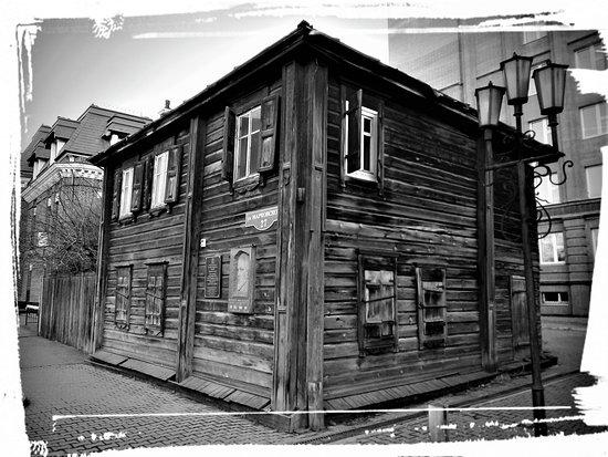 Lenin House: Вид со стороны улицы Марковского.