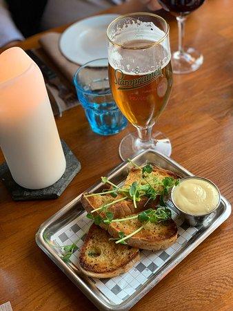 Upp eller Ner: Garlic bread w aioli