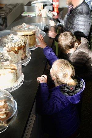 Cakes at Stiwdio 3