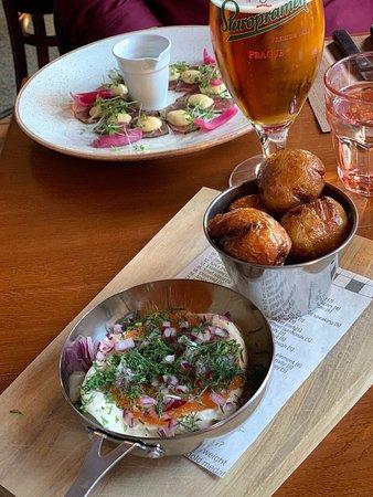 Upp eller Ner: Starter: Caviar with deep fried potato, smetana, red onion and dill