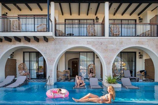Ocean El Faro: Swim up junior suites have direct access to a private pool