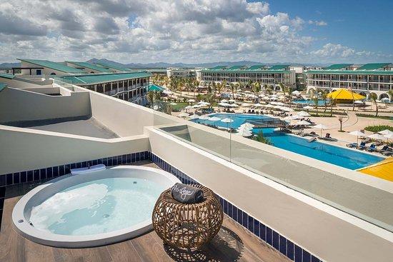 Ocean El Faro: Pool view privilege rooftop