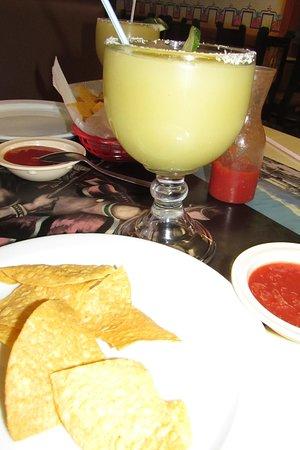 Τσάρλεστον, Μιζούρι: Refreshing margaritas went well with the chips and salsa