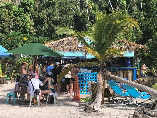 Maho Bay, St. John: Games and shaded area for visitors of Paddle-In and Maho Crossroads.