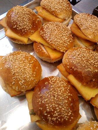 Rollò: mitico panino con le panelle