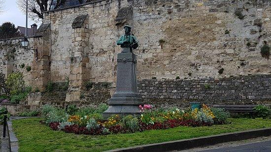 Auvers-sur-Oise, Fransa: Monument à Charles François Daubigny