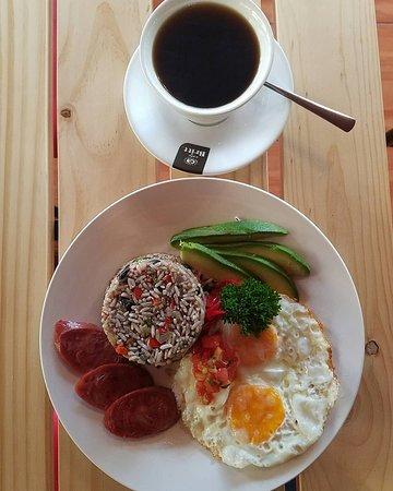 Sabalito, Costa Rica: Uno de los Desayunos típico de  Costa Rica