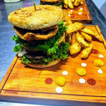 Sabalito, Costa Rica: Full SIZE BURGUER by PARGO'S