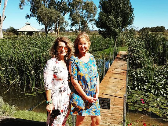 Gorgeous ladies in a beautiful setting @#dilussowines