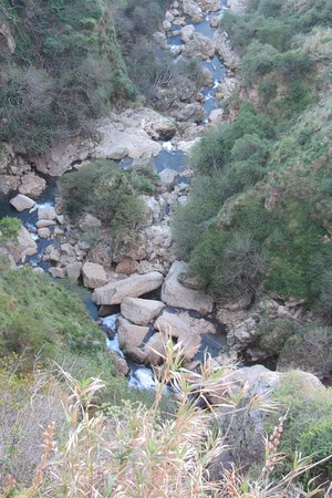 The course of the Guadalevin as it flows under the Puente Nuevo