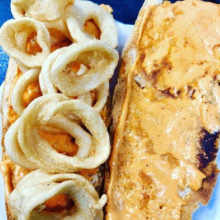 Cafeteria Oleas: Bocata de calamares con romesco