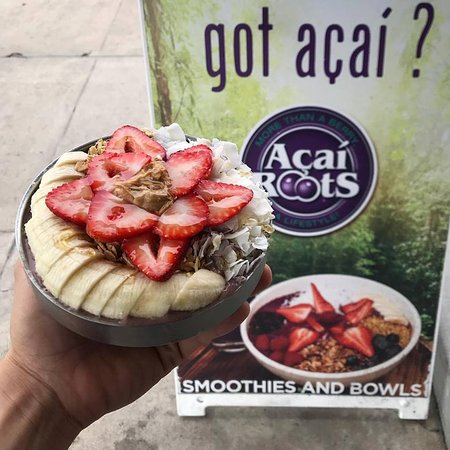 What form will your breakfast take? 🍓🍌🥣💚 Try our protein açaí bowl, packed with protein and so so much flavor! #acaibowl #acailovers #proteinacaibowl #proteinpacked #gains #healthybreakfast #lajollafoodie #sdhealthyliving #keepitfresh