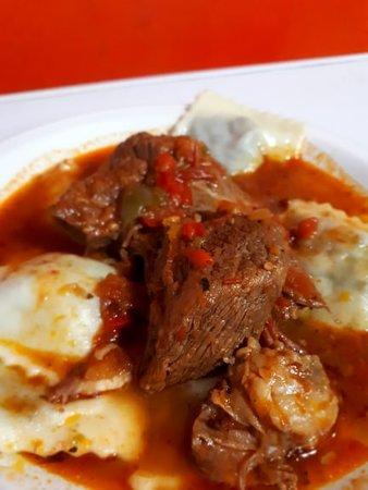 Carlos Casares, ארגנטינה: Raviolones con estofado Uno de nuestro menus