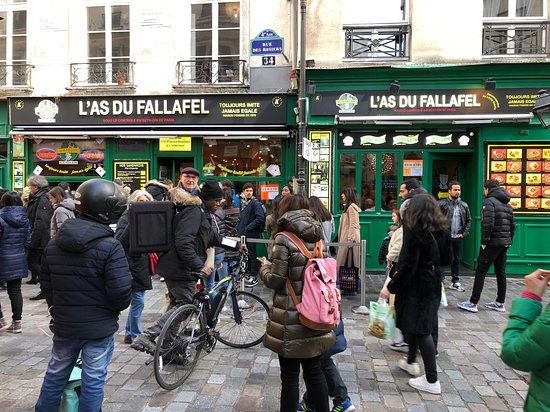 The Original Marais District Food Walking Tour with Wine and Cheese Tastings: Impromptu Fallafel stop