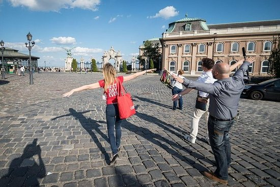 Lonely Planet Experiences: Buda Castle Tour Including Ticket to Matthias Church: Buda Castle Explorer with an Entrance Ticket to Matthias Church from Budapest