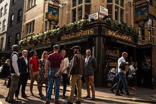 Excursión a pie por pubs históricos...