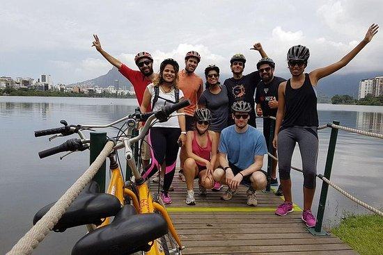 ビーチ・ラグーンと植物園訪問を含むカリオカ・サンセット・バイク・ツアー