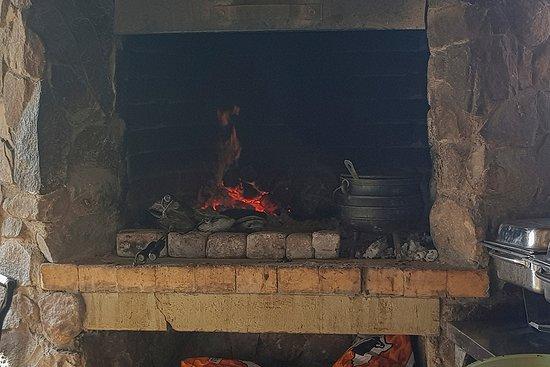 Tshokwane Picnic Site: Rustic fire place