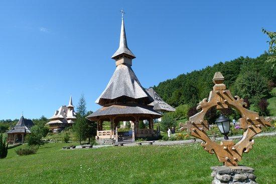 Barsana, Ρουμανία: Paesaggi ed edifici tipici del Maramures