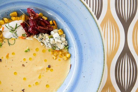 Humus Bistrot: Bisque di mais con formaggio erborinato e yougurt