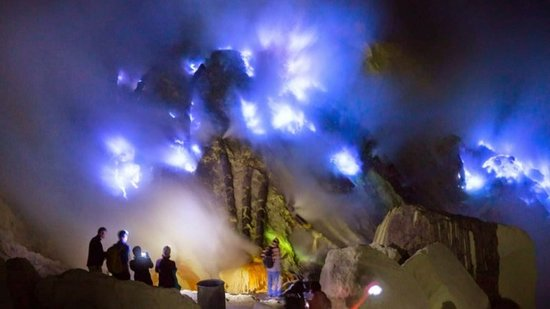 The phenomenon of Blue Fire or Blue Fire is only 2 in the world and in Ijen Crater is one of them, this is what attracts visitors to come to the Ijen Banyuwangi Crater.