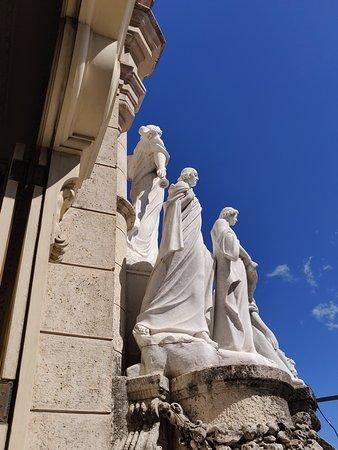Grupo escultórico.