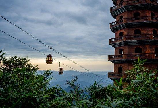 Cable car to Yen Tu Mountain