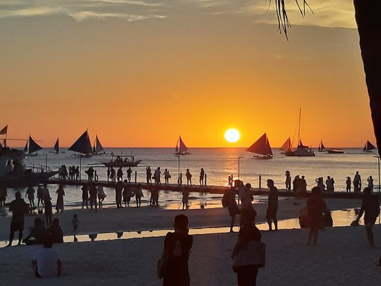 Altabriza Resort Boracay: sunset at the beach