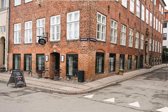 Restaurant 1733: Facade mod Nybrogade og Knabrostræde
