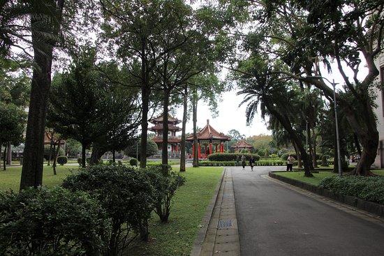 Blick zu chinesischem Gebäude