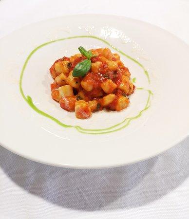 Gnocchi alla Napoletana con fonduta al Parmigiano