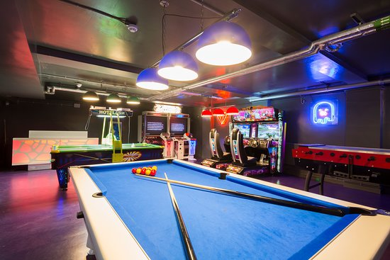 SoHostel London Games Room - Pool table, retro games and more...