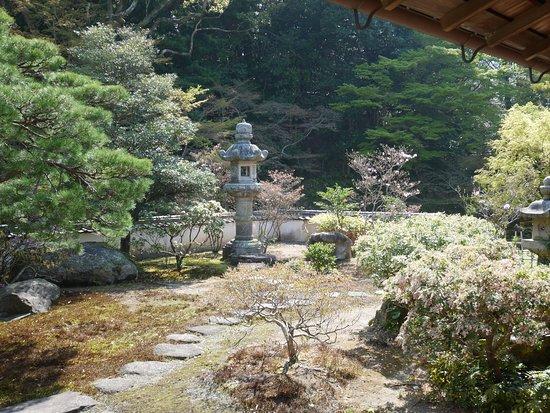 Chofu Mori Residence: 長府毛利邸内の庭園
