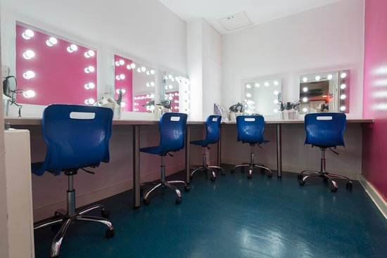 SoHostel London Pamper Parlour Room - Hollywood mirrors, GHD straighteners and hair dryers available to use.