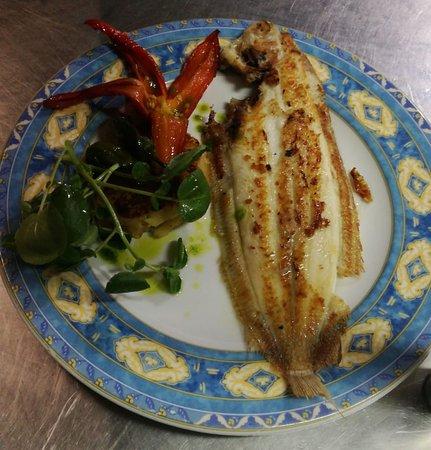 """""""Nuestros pescados a la plancha con verduras para una vida sana con cocina Mediterránea"""" JARDI MAR RESTAURANTE"""