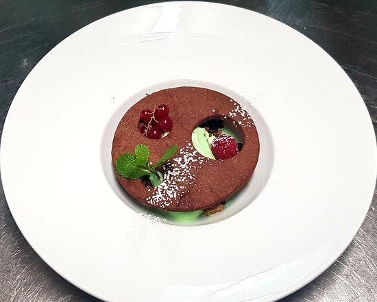 After Eight, crème glacée maison au Get 27, pistaches torréfiées, spéculoos et craquant au chocolat.