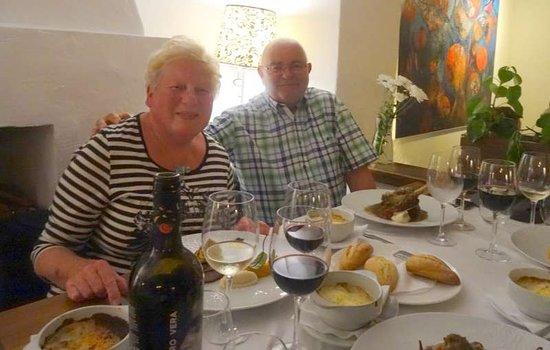 La Costera de Altea: Martine met haar entrecôte en Luc met de Lamsbout