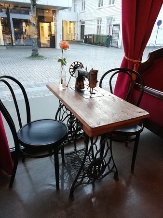 Tidemands Cafe: Table for 2