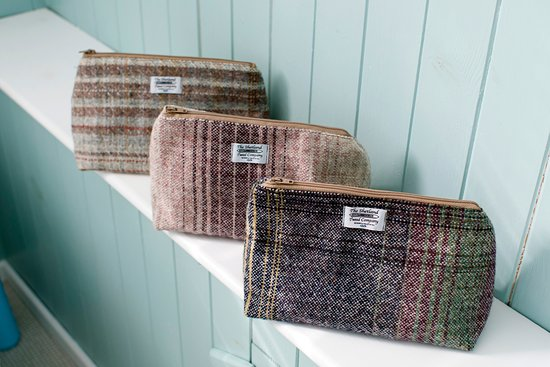 Yell, UK: Washbags from Shetland tweed.