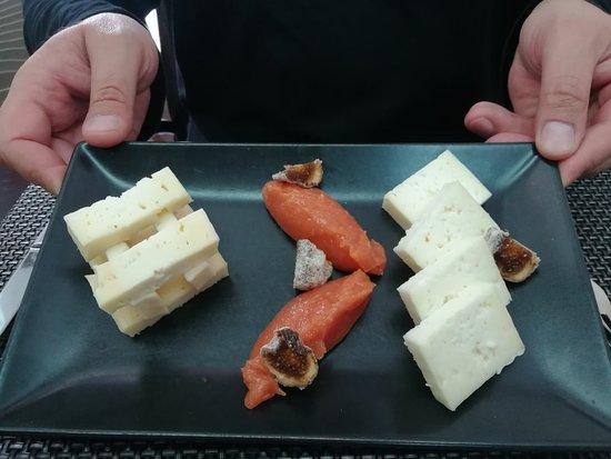 Recomendo : Bife com queijo da Serra Cabrito assado Sintonia de doces Tábua de queijos