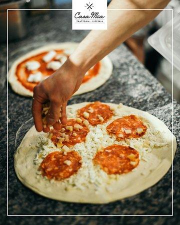 Ricetta Pizza Napoletana Originale Tradizionale.La Magia Della Pizza A Casa Mia Troverete L Originale Pizza Napoletana Preparata Secondo La Ricetta Tradizionale Picture Of Casa Mia Trattoria Polignano A Mare Tripadvisor